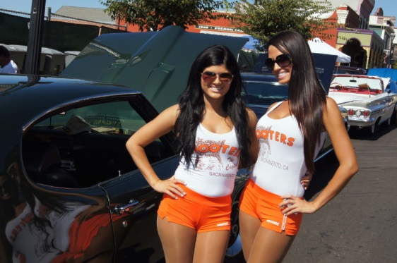 Hooters Girls with a GTO